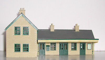 OO GAUGE - PECO COUNTRY STATION plus STATION HOUSE
