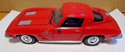 Corvette Stingray Red 1/24 Revell With Opening Doors And Hood