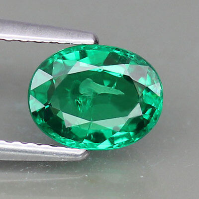 1.33ct.TOP COLOR 100%NATURAL OVAL SHAPE 100%NATURAL INTENSE GREEN TSAVORITE GARN