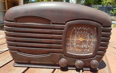 1940's KGH bakelite mantel radio in great condition, all working, original knobs