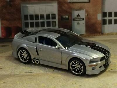 2005 05 Ford Mustang GT Fastback NOS Powered V8 1/64 Scale Limited Edition S20