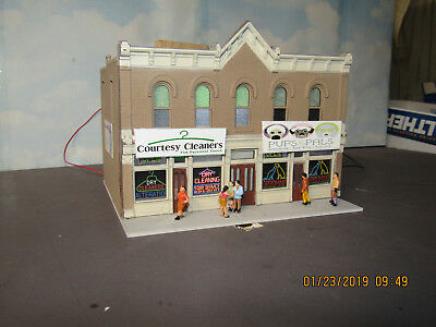 HO 1/87 Custome built DPM Building with two shops Dry Cleaners & Dog Grooming