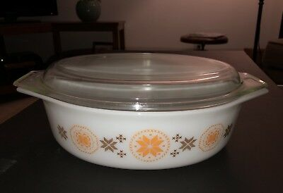 PYREX Vintage Made in USA Town & Country 2 1/2 qt Casserole Dish W/ Lid