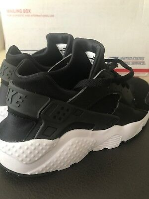 fc73796351a NIKE AIR HUARACHE Run GS Boys 654275-011 Black White 6Y -  55.99 ...