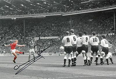 STUART PEARCE In Person Signed 12x8 Photo NOTTINGHAM FOREST & ENGLAND Proof COA