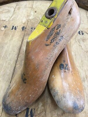 PAIR OF WOODEN SHOE LASTS INDUSTRIAL COLLECTABLE DECORATIVE DISPLAY Star Shoes