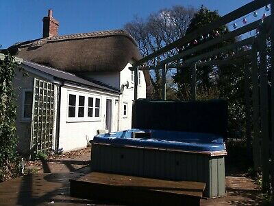 Short break away in Thatched Cottage with Hot Tub nr New Forest & Bournemouth