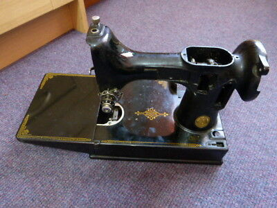 Vintage Singer Sewing-Original Featherweight 221 Hull 1948