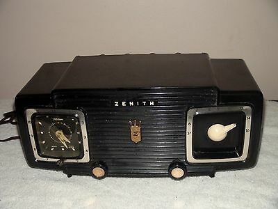 VINTAGE  ZENITH  Z515Y  PORTABLE TUBE RADIO  for Repair