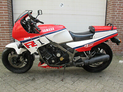 1985 and 1986 several YAMAHA FZ750 rare and collectable bikes