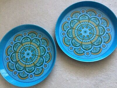 2 X VINTAGE RETRO 60s 70s METAL ROUND DRINKS SERVING TRAYS WORCESTER WARE