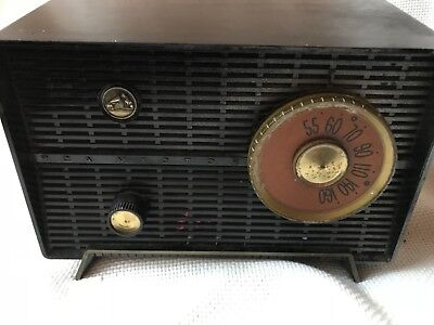 "Vintage1957 RCA Victor ""Nipper"" Table Radio, Model 8-X-5D"
