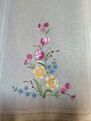 """Hand Embriordered stunning table runner 16"""" x 39"""" NEW"""