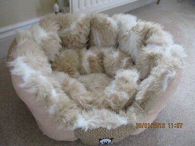 """Cat /kitten bed cosy donut style washable 18"""" bed excellent condition"""
