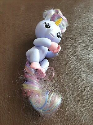 Unicorn WowWee Fingerlings Pet  Interactive Toy in good working condition.