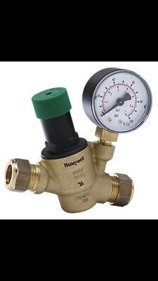 Honeywell D04FM 15mm 1/2 Pressure Reducing Valve - Comes With Gauge