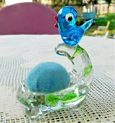 ADORABLE VINTAGE MID-20th CENTURY HAND BLOWN GLASS BLUE BIRD SEWING PINCUSHION