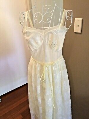 VINTAGE 50s NYLON PETTICOAT / SLIP lemon coloured SW (small womens)