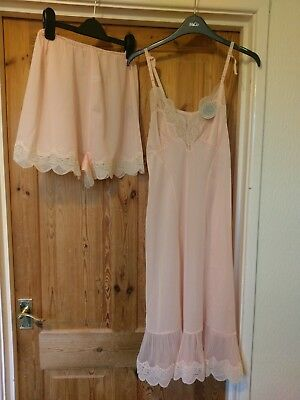 vintage 60s 70s matching lingerie knickers and petticoat by figurphit