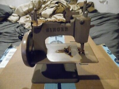 Singer SewHandy No. 20 Vintage Child's Sewing Machine Toy