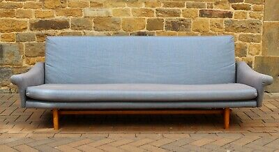 Mid Century Day Bed/ Sofa Bed With Teak Legs Vintage