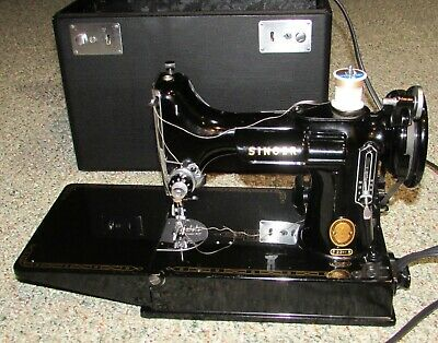 Vintage 221 Singer Featherweight Sewing Machine w/Case & Accessories