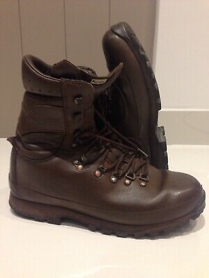 Size 9 Medium brown altberg defender military boots!very good condition!grade1!