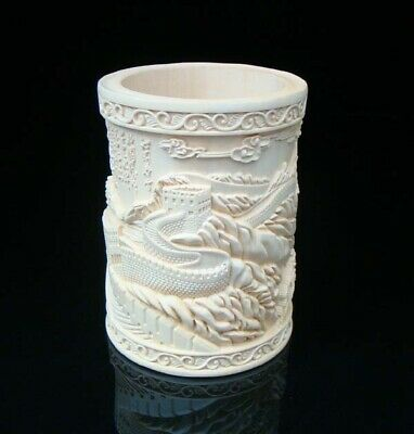Collectible Handmade Carving Statue wood Boxwood Brush Pot Great Wall