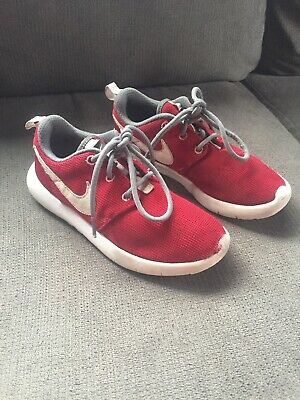 6e3b5996a7e3 NIKE ROSHE ONE Boys Size 3 Red Shoes In Great Condition -  15.00 ...