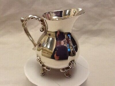 Lovely Small Viners Silver Plate Cream Jug.