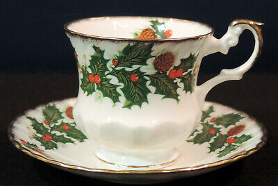 Rosina Yuletide bc cup & saucer red berries pine cones scalloped embossed gold t