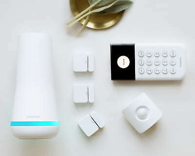NEW SimpliSafe The Essentials Security System 6 Pieces +Free Camera