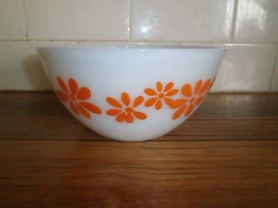 Pyrex Mixing Bowl ~ Funky Daisy Flowers ~ Vintage Retro