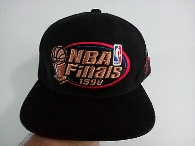 59e33fad6c65c Mitchell   Ness Chicago Bulls Snapback Hat All Black Copper