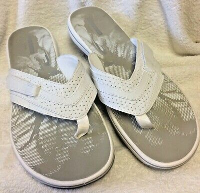 cbe3b9e83b67 Clarks size 9 Brinkley Jazz White Sandals flip flops thong collection womens  EXC