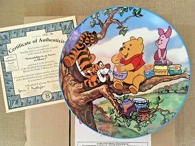 WINNIE THE POOH A HONEY OF A FRIEND COLLECTORS PLATE 1st ISSUE BRADFORD EXCHANGE
