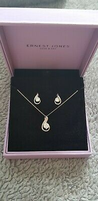 Ernest Jones beautiful NEW Sterling Silver pendant and earrings set in box!