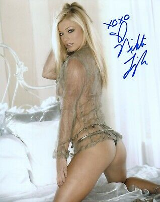 NIKKI LEIGH Autograph Signed 8x10 Photo #29 PLAYBOY PLAYMATE MODEL SEXY