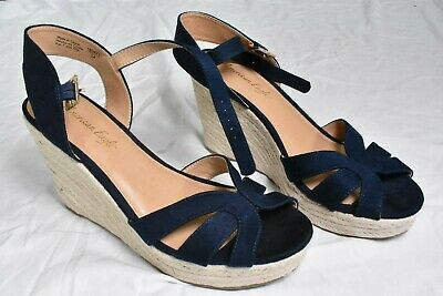 d0f627cd47ce American Eagle Shoe Wedge High Heels Women s Size 10 Navy   Payless Brand