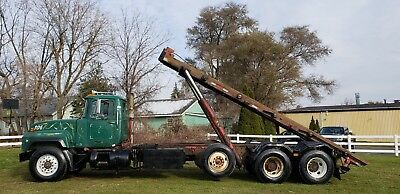'99 Mack RD688S Roll off truck Tri axle 24' 60,000LBS Lift Container Garbage