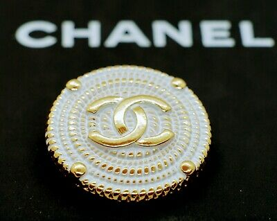 CHANEL BUTTON 1 pieces  VINTAGE CC LOGO 1 inch 25 mm Gold tone Metal White
