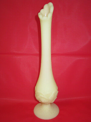 RARE Vintage FENTON Frosted PALE YELLOW ART GLASS Cabbage Rose STRETCH VASE LQQK