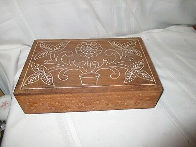 VINTAGE WOODEN CARVED TRINKET JEWELRY BOX INDIA, HINGED LID. Hand Drawn Top