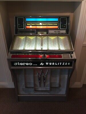 'Wurlitzer 2800' Jukebox machine 200 selections - Plays small & large hole 45's