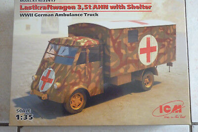 MAQUETTE 1/35 ICM Camion RENAULT AHN AMBULANCE