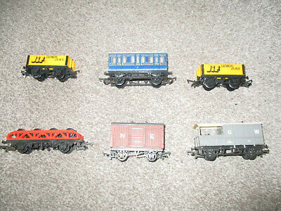 Small job lot of 6, Hornby Wagons and Four Wheel Coach and Farish/Ratio hybrid