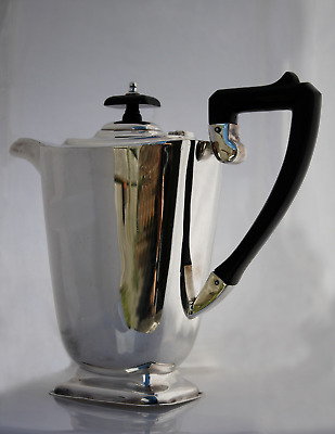 Antique Early 20th Century Gleaming Silver Plated Tea Pot de MONTFORT PLATE