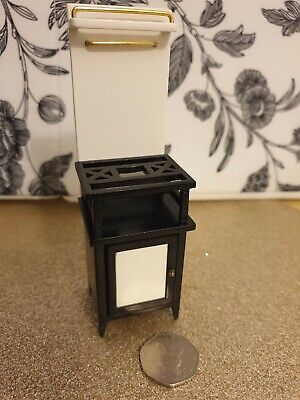 Dolls house furniture. Kitchen cooker