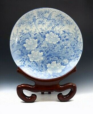 Magnificent Chinese blue white porcelain charger, Kangxi period, 1667(?)