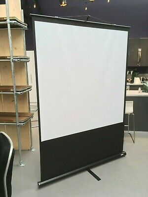 Sahara Pull-Up Free-Standing Projector Screen